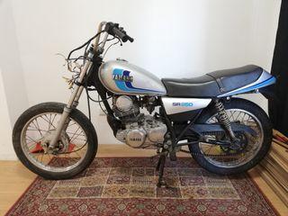 Moto clasica Yamaha SR250