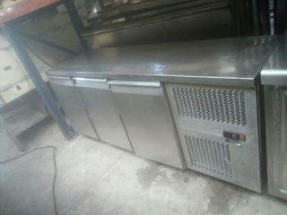 Mesa fria .3 puertas