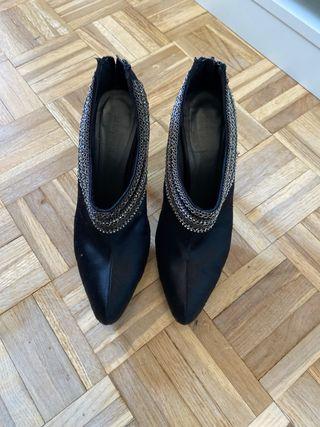 Zapatos abotinados Menbur