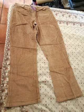 pantalón de mujer pana