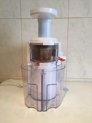 Licuadora de zumos de Taurus.