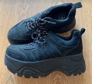 Zapatillas deportivas negras plataforma Pull&Bear