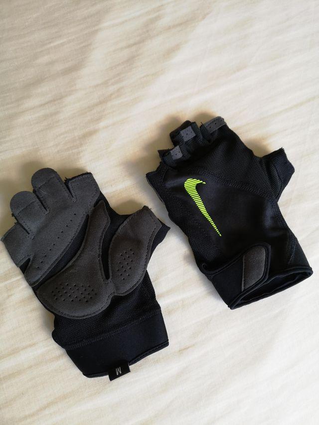 fábrica Hablar Blanco  Guantes Nike para Fitness, Gym, CrossFit, etc. de segunda mano por 25 € en  Partida La Tejera en WALLAPOP