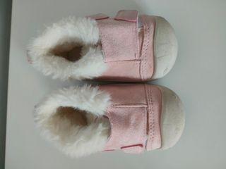 zapatos de ante rosa con pelo dentro T.20