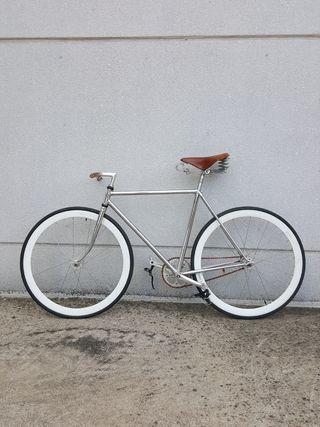 Bicicleta fixie cromada antigua
