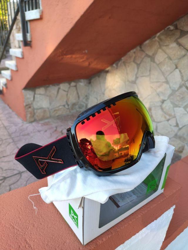 Gafas de esquí o snowboard sin usar.