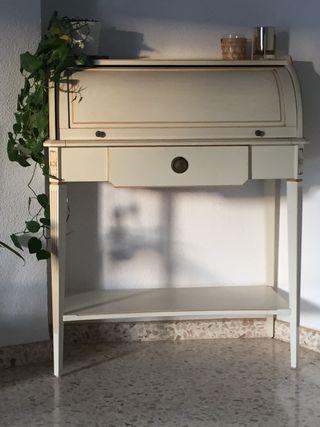 Mesas, cómoda, espejo y mueble escritorio rustico