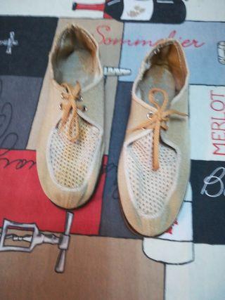Zapatos de lona.