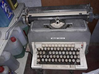 maquina de escribir con su pie