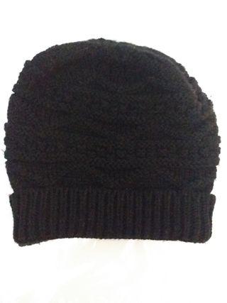 Gorro negro de invierno