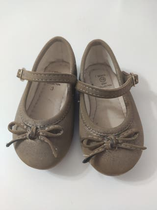 Zapatos bebé niña.