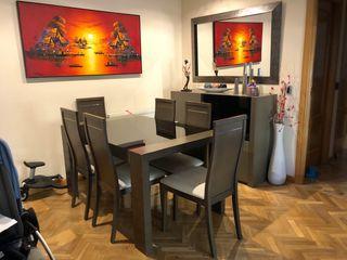 Mesa comedor extensible, sillas y aparador