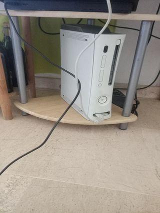 vendo xbox 360 con mando original y muchos juegos