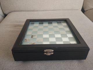 Maleín de ajedrez pequeño de mesa