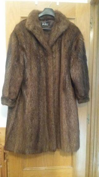 Abrigo de piel de lomos de Nutria