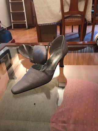 Zapato fiesta de tela plateados