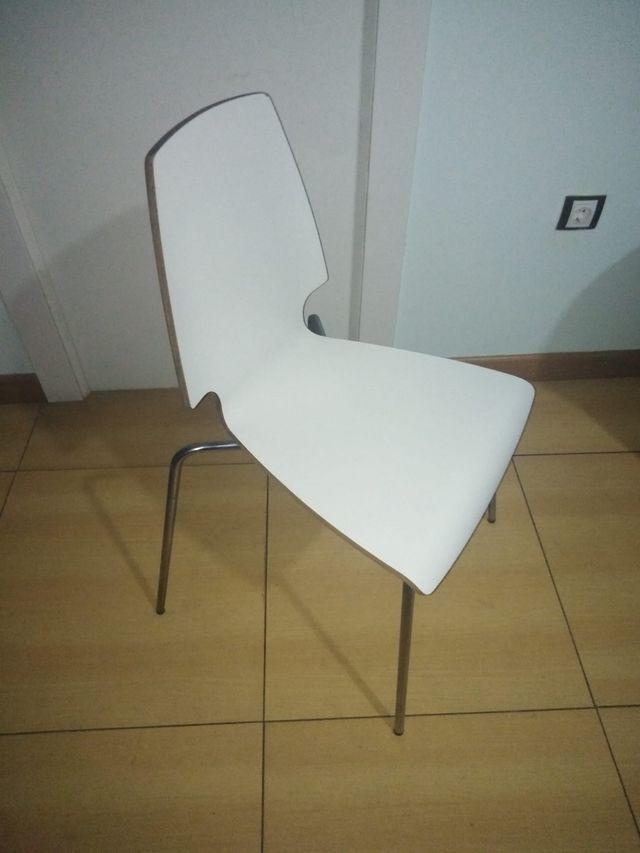 Tres sillas de diseño