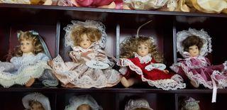 muñecas de porcelana 20 muñecas y vitrina