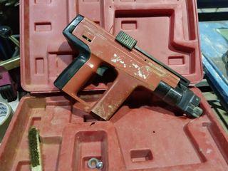 Pistola de clavos Hilti