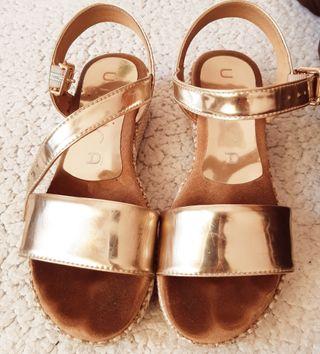 Sandalias niña con plataforma 32