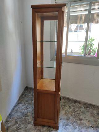 Armario con vitrina de cristal