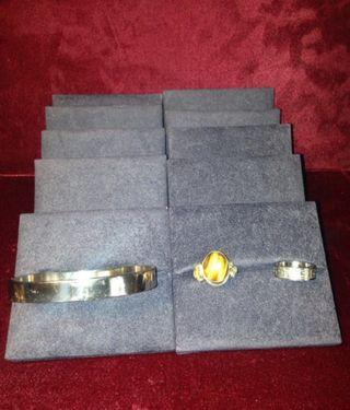 Expositor acolchado para pulseras