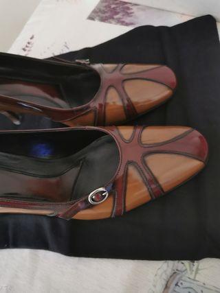 zapato de tacon fino de piel nuevo