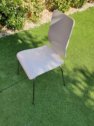 silla blanca madera