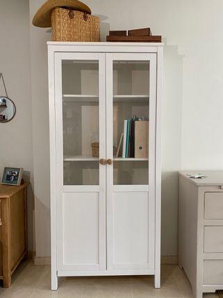 Vitrina ikea blanca y vidrio