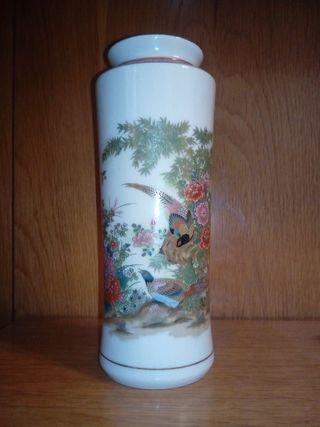 Conjunto de tres jarrones japoneses marca Satsuma