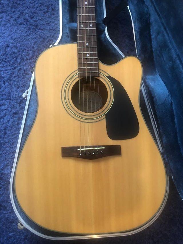 Guitarra electroacústica: Fender DG10CE