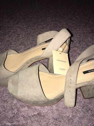 Tacones beige Pull and bear