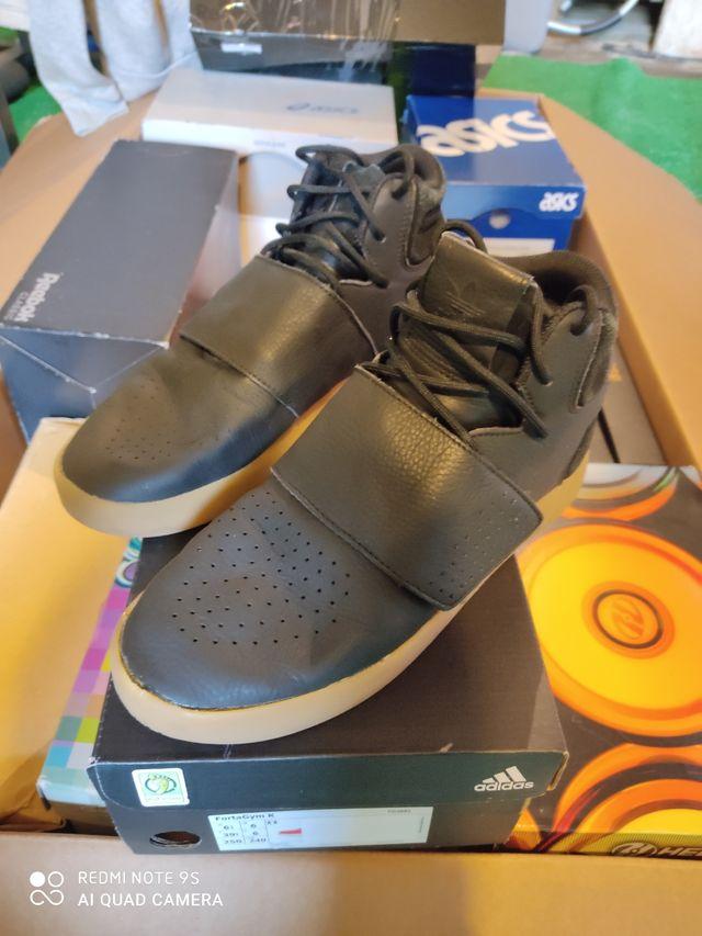 Sin fuerte mirar televisión  Zapatillas Adidas talla 40 2/3 de segunda mano por 30 € en Pontevedra en  WALLAPOP