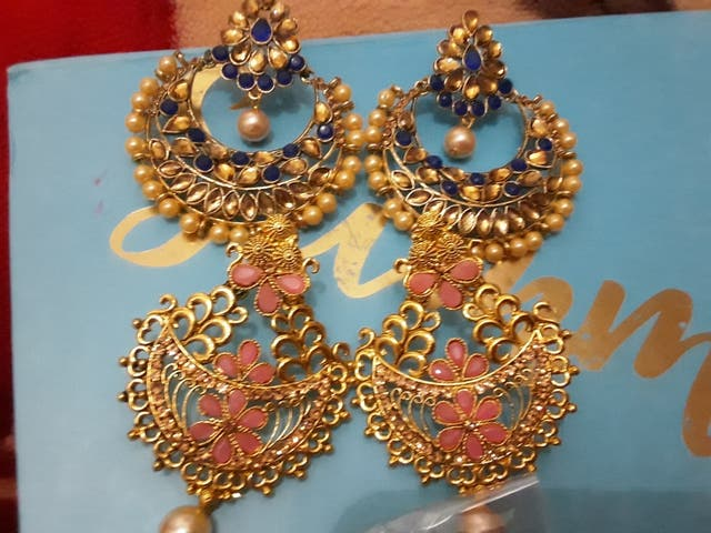 pack of two beautiful pairs of earrings.