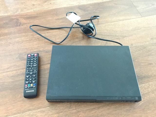 Samsung BD-J4500R Blu-Ray, BR, DVD Player
