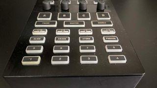 Controladora DJ CMD DV-1 Behringer para TRAKTOR