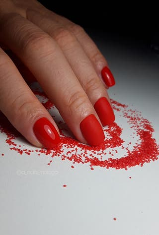 Manicura/pedicura con esmalte semipermanente