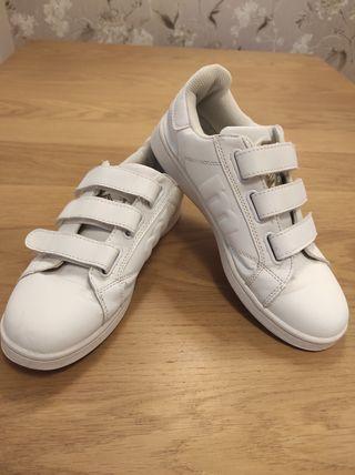 zapatillas velcro mustang.
