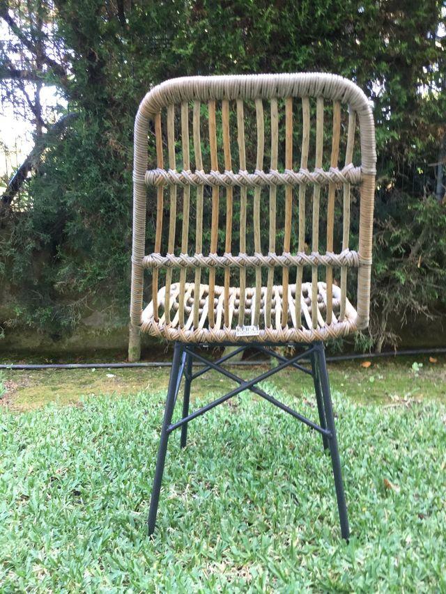 4 sillas de ratán sintetico alta calidad y diseño.