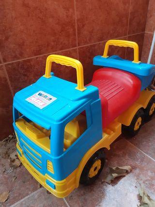 camión de juguete para sentarse. a partir de 2años