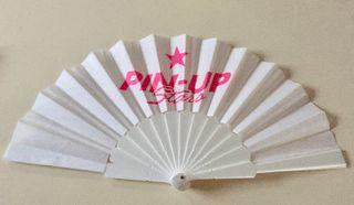 éventail Pin Up stars blanc et rose