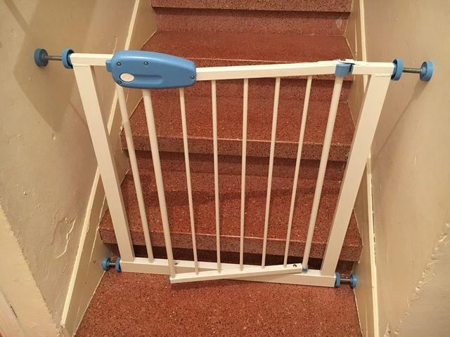 Puerta seguridad niño para escaleras nueva