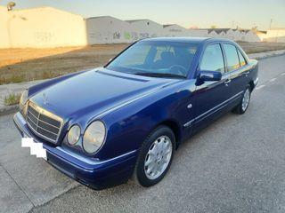 Mercedes-Benz Clase E280 204 cv 4P impecable