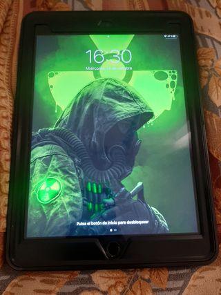 Oferta iPad de 9.7 de 128 gb de 5 gen, semi nueva.