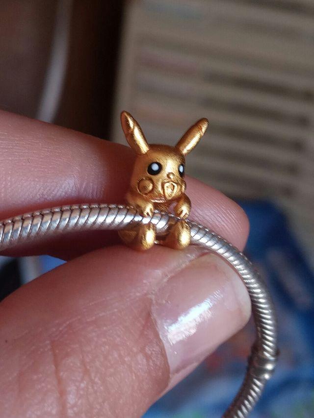 Charm Pokemon chapado en oro de 24 kilates pikachu