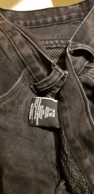 pantalon vaquero moto hombre en negro