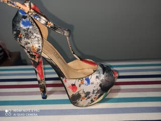 sandalias tacón estampadas