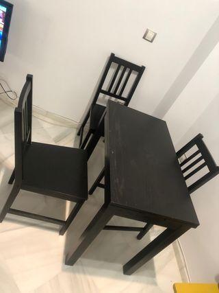 Mesa extensible y 3 sillas color negro