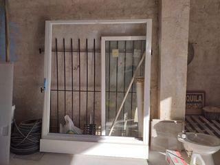 ventana de aluminio y reja