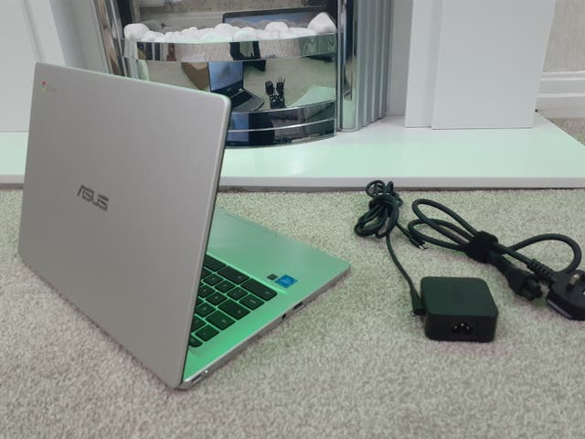 ASUS Chromebook C432N - EXCELLENT CONDITION